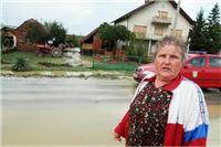 Bujične vode s papučkih obronaka poplavile Sladojevce i Donje Meljane