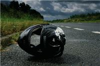 Pijani motociklist izgubio nadzor nad vozilom, pao na kolnik i teško se ozlijedio