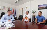 Uoči srpanjskog nastupa na Svjetskom prvenstvu u Londonu, slatinski paraolimpijac Marijan Presečan, posjetio je Virovitičko-podravsku županiju