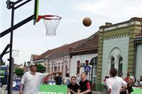 Nedjelja na Rokovu: Ulična košarka pokraj turističkih kućica