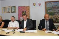 Potpisani ugovori s tvrtkama Radnik i Flora koji će izvoditi radove na revitalizaciji Gradskog parka u Virovitici