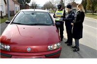 Policajci i gradonačelnica nagrađivali vozače