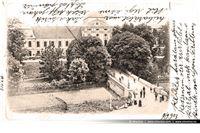 Fotografija s početka dvadesetog stoljeća demantira gradsku vlast koja tvrdi da su stabla u parku sadili partizani kako bi sakrli pogled na dvorac