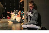 Djevojka obasjana svjetlima reflektora: priča o Mateinoj kazališnoj igri