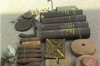 U šipražje bacio dvoja građevinska kolica, dvije kartonske kutije i jedno aluminijsko korito oružja. Policija mu kod kuće našla još toliko