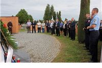 Polaganjem vijenaca i paljenjem svijeća na Gradskom groblju u Virovitici obilježen Dan državnosti