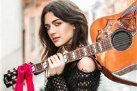 U Viroviticu dolazi djevojka zlatnoga glasa, vedrih svakodnevnih misli, gitare...