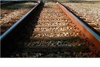 Putnički vlak udario traktor na prijelazu bez rampe i svjetlosne signalizacije, vozač poginuo