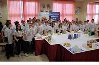 Bee2Be: Mališani uz pomoć učenika Strukovne škole pripremili preko 40 kg ukusnih kolača na bazi meda