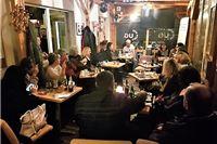 Poetsko glazbenim programom Sarajlije i Sarajke iz Udruge Planet Poezija oduševili publiku u Cugu, predstojećeg vikenda čak dva programa