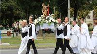 Svečanom svetom misom i procesijom Virovitica i Virovitičani obilježili blagda...