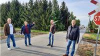 Kurečić i Slavić u Taborištu i Čemernici: Škola zapuštena, igralište neodržavano, a pružni prijelaz još uvijek bez rampe i svetlosne signalizacije