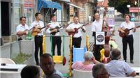 """Neumorni i pomlađeni """"Stari tamburaši"""" Rodoljuba pjesmom čestitali Dan grada"""